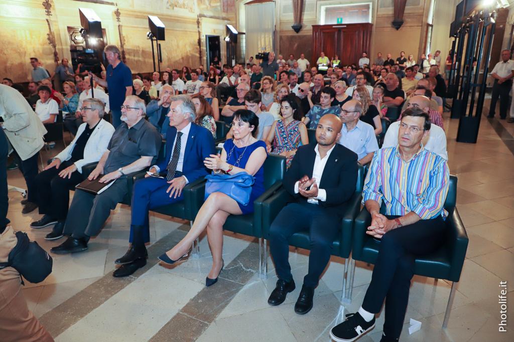Grande interesse ha destato la presentazione dell'editore Franz presso ilCastello di Udine nel salone del Parlamento